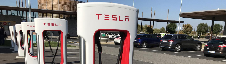 Bornes de rechargement Tesla - Aire de la baie de Somme